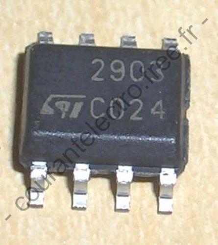 Low-power dual voltage comparator